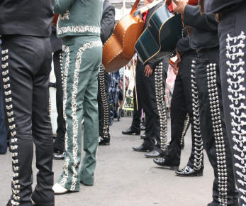 images mariachis-legs ( original photo MTA )